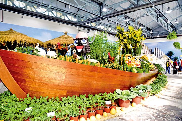 智農館中滿載各種各樣糧食的巨大方舟停泊在偌大的展館裏,非常壯觀。