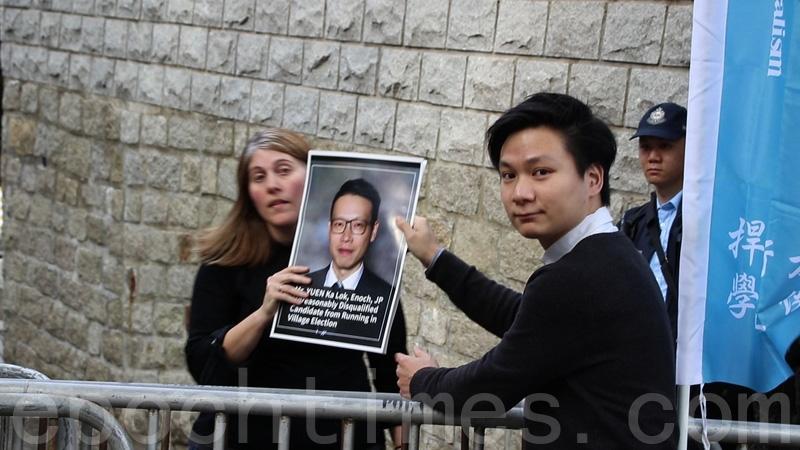 學生獨立聯盟到美國駐港領事館門外請願,希望美國能持續關注朱凱廸被DQ,對香港民主自由造成重大打擊。(蔡雯文/大紀元)