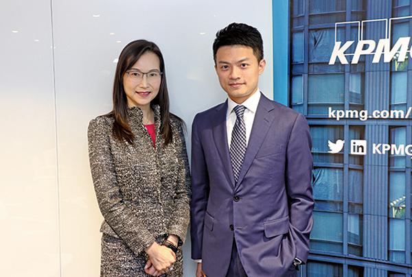 畢馬威香港資本市場發展主管合夥人李令德(左),畢馬威中國資本市場諮詢組合夥人劉大昌(右)。(江夏/大紀元)