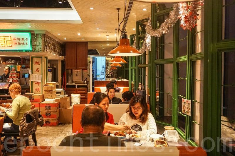 餐廳內外的環境和裝潢都是濃濃的懷舊風。