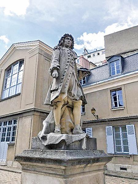 Gobelin廠內中庭設有勒布杭紀念雕像。