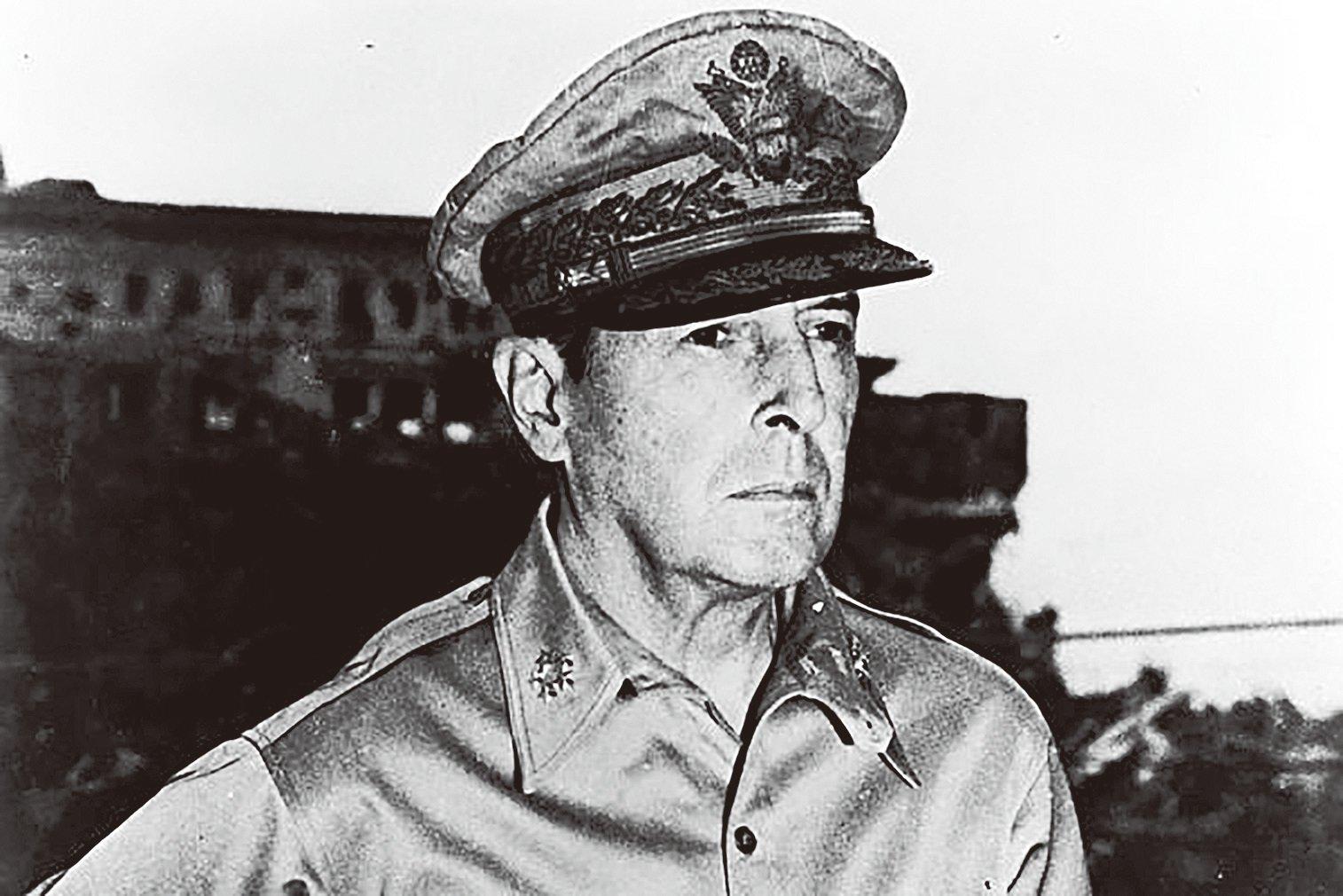 道格拉斯麥克阿瑟將軍1945年留影。(Library of Congress)