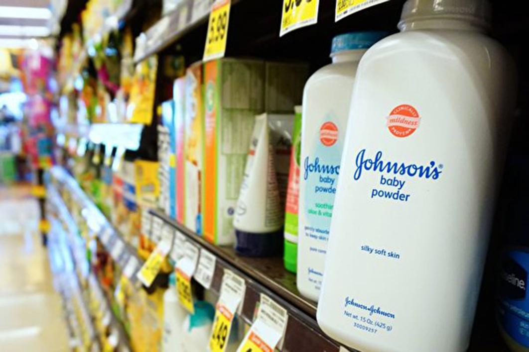 美國強生公司(Johnson & Johnson)被爆早在47年前就知道嬰兒爽身粉含致癌物。(AFP)