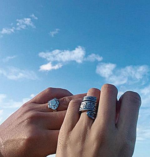 兩人的結婚戒指。(蕭正楠IG)