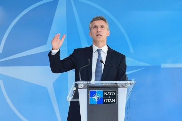 北約秘書長斯托爾滕貝格周二在布魯塞爾召開北約防長會議期間發表講話。(AFP/Getty Images)