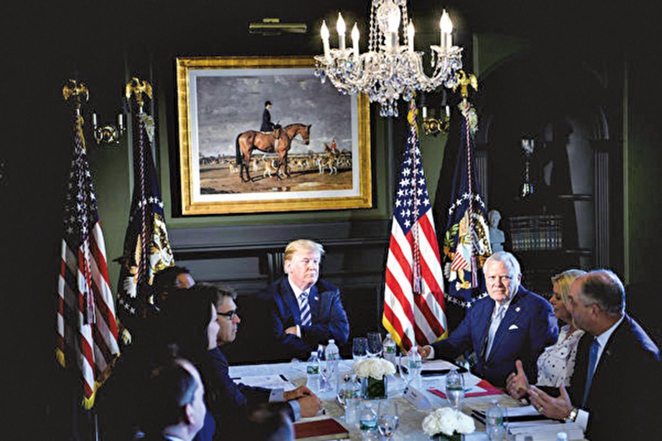 美國參議院通過了總統特朗普支持的獄改法案。圖為特朗普今年8月9日參加監獄改革會議。(AFP)