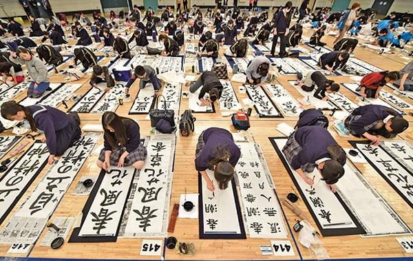 大唐太宗盛世文明垂範天下,日本大化革新,以沐中土華風為榮。大唐文化對日本影響深遠。圖為2016年1月5日東京新年書法大賽現場。(公有領域)