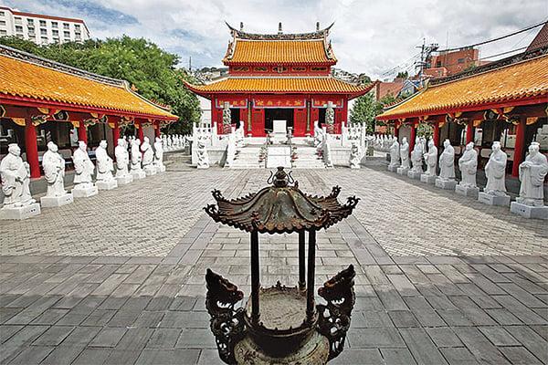 日本自古尊孔崇儒,以經史治國。圖為長崎縣長崎市的一座孔廟,建於1893年,1982年重修。(Getty Images)