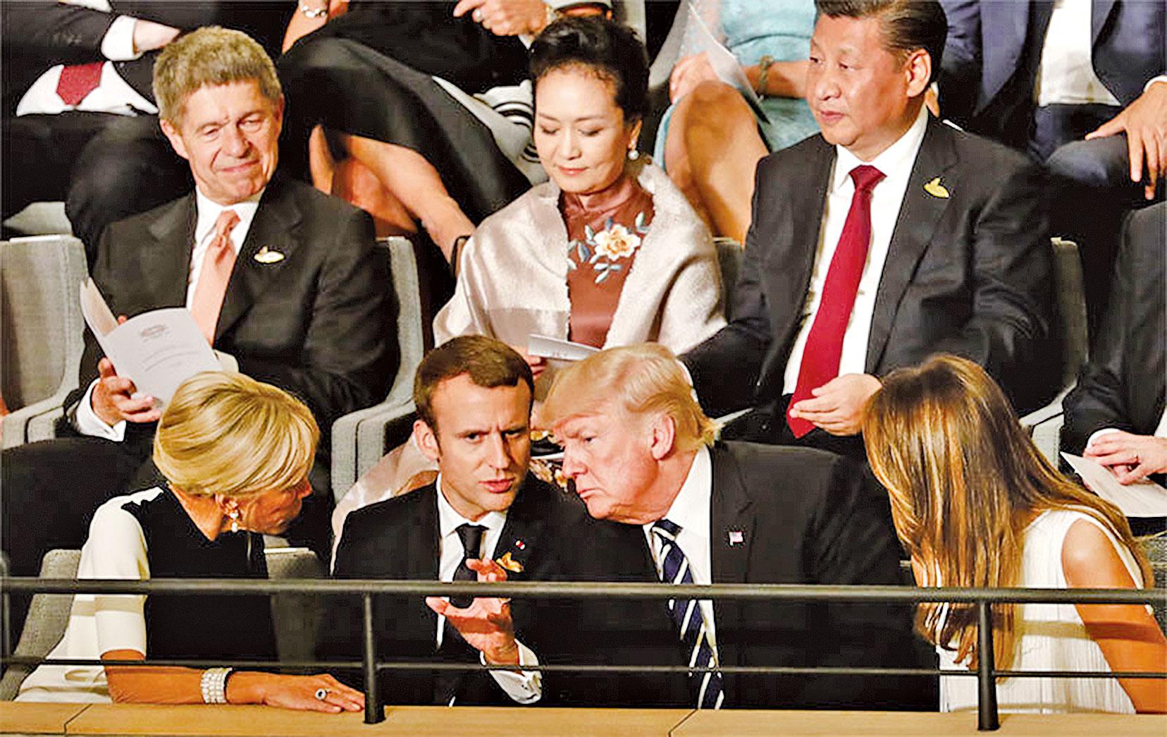 世紀談判,似乎引發了中國巨變的倒計時。2017年G-20時,中共曾經有過很好的機會。2018年的G-20對中共來說,幾乎是套上了枷鎖。圖為2017年7月G-20在德國漢堡峰會時,各國領導人在一起。(Getty Images)