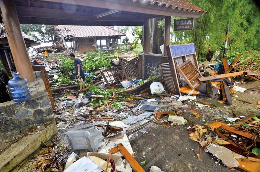 印尼火山噴發海嘯222死 843傷