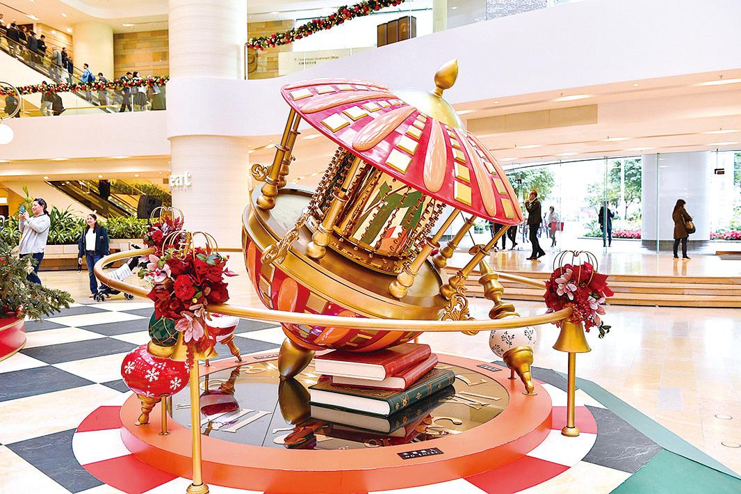 太古廣場化身聖誕魔幻國度,整個商場充滿濃厚的童話氣息。(郭威利/大紀元)