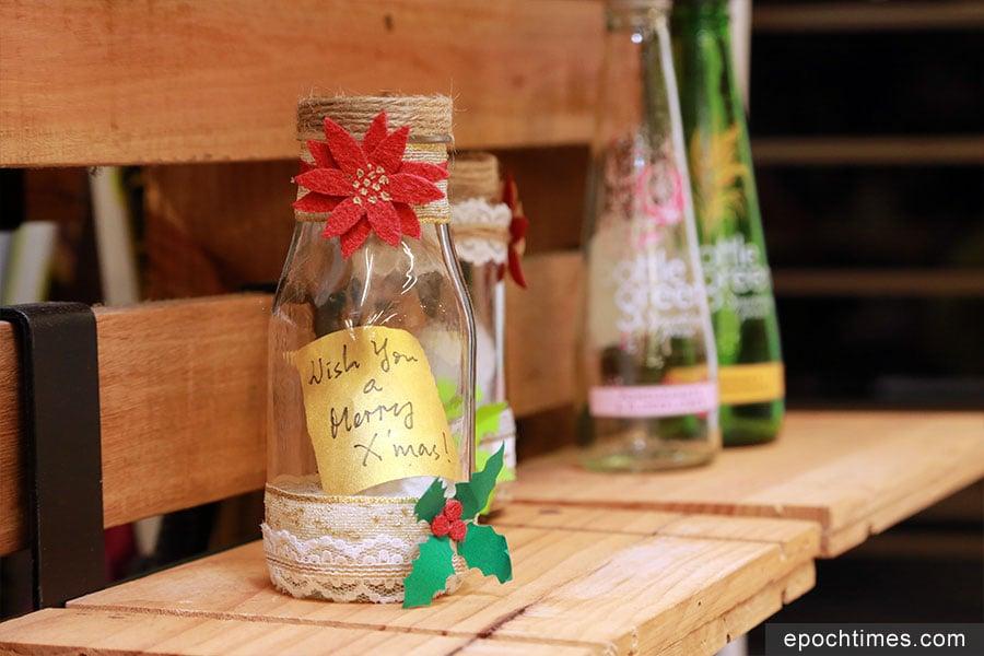 廢棄的玻璃樽可以製作成聖誕玻璃裝飾。(陳仲明/大紀元)