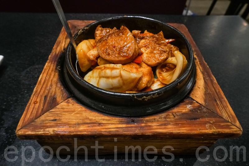 海鮮錦江豆腐煲新鮮熱辣。