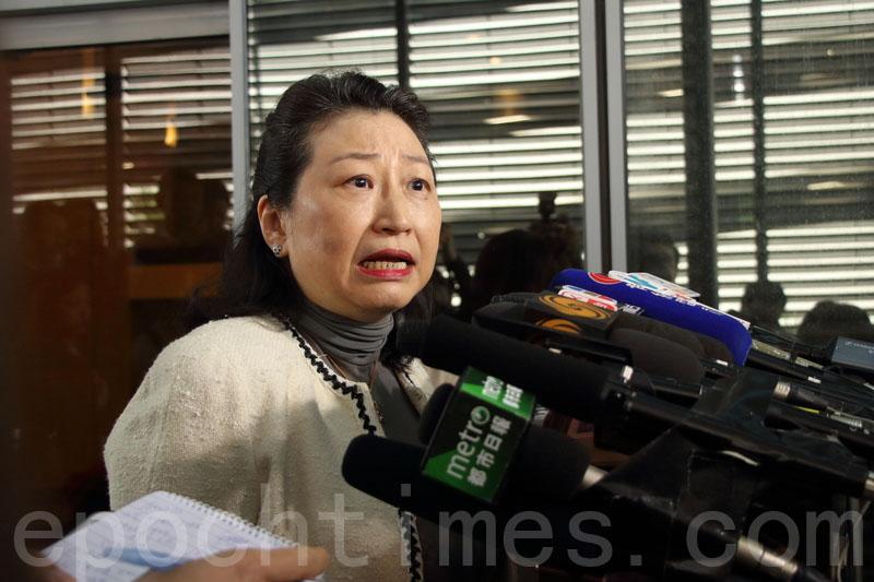 事隔兩周後,鄭若驊昨日首次回應UGL案,但其言論受立法會議員及法律界質疑。(蔡雯文/大紀元)
