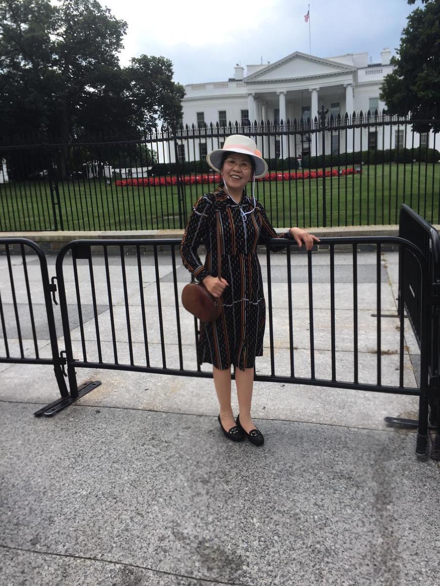 孟女士說,她修煉法輪功以後,伴隨了她幾十年的疾病全都沒了,她從大法中獲益太多了。(孟女士提供)