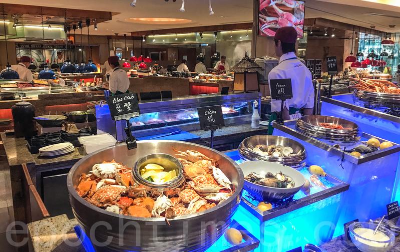 海鮮區的藍蟹、蜆、蝦。