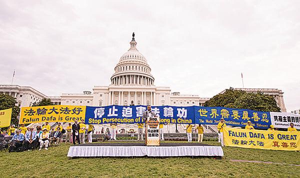 全球部份法輪功學員6月20日在華盛頓DC舉行反迫害集會遊行,各界正義人士到場聲援。(戴兵/大紀元)