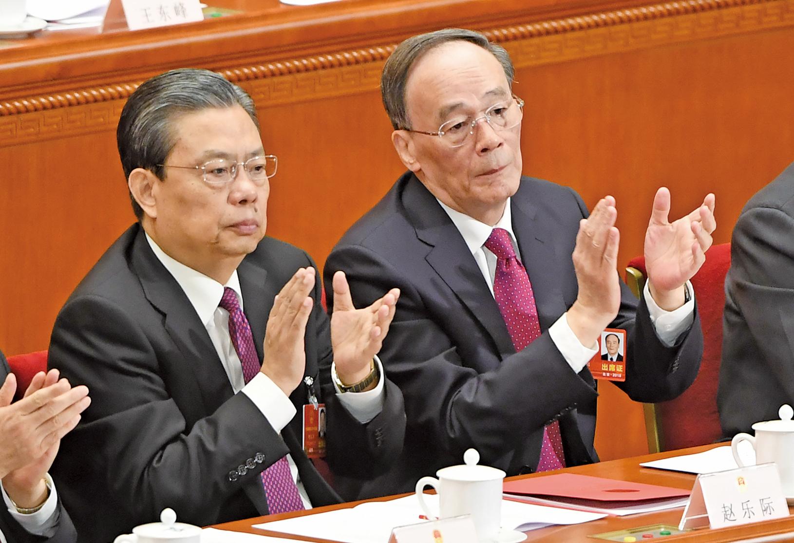 趙樂際(左)打虎力度遠不及王岐山當年。趙外訪期間,習當局打虎卻明顯升級,傳被內部調查。(AFP)