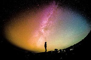 夜空為何如此黑暗?