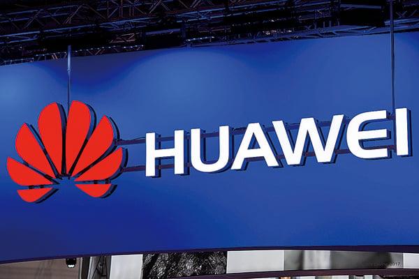 據報道指,特朗普正考慮發佈行政令,禁止美國公司採用華為及中興通訊的通訊設備。澳洲政府早於8月23日決定禁止華為涉足澳洲的5G項目。有關決定均削弱中共的「中國製造2025」計劃。(JOSEP LAGO/AFP/Getty Images)
