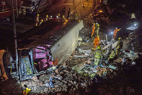 大埔公路巴士車禍現場一片瘡痍。(Getty Images)