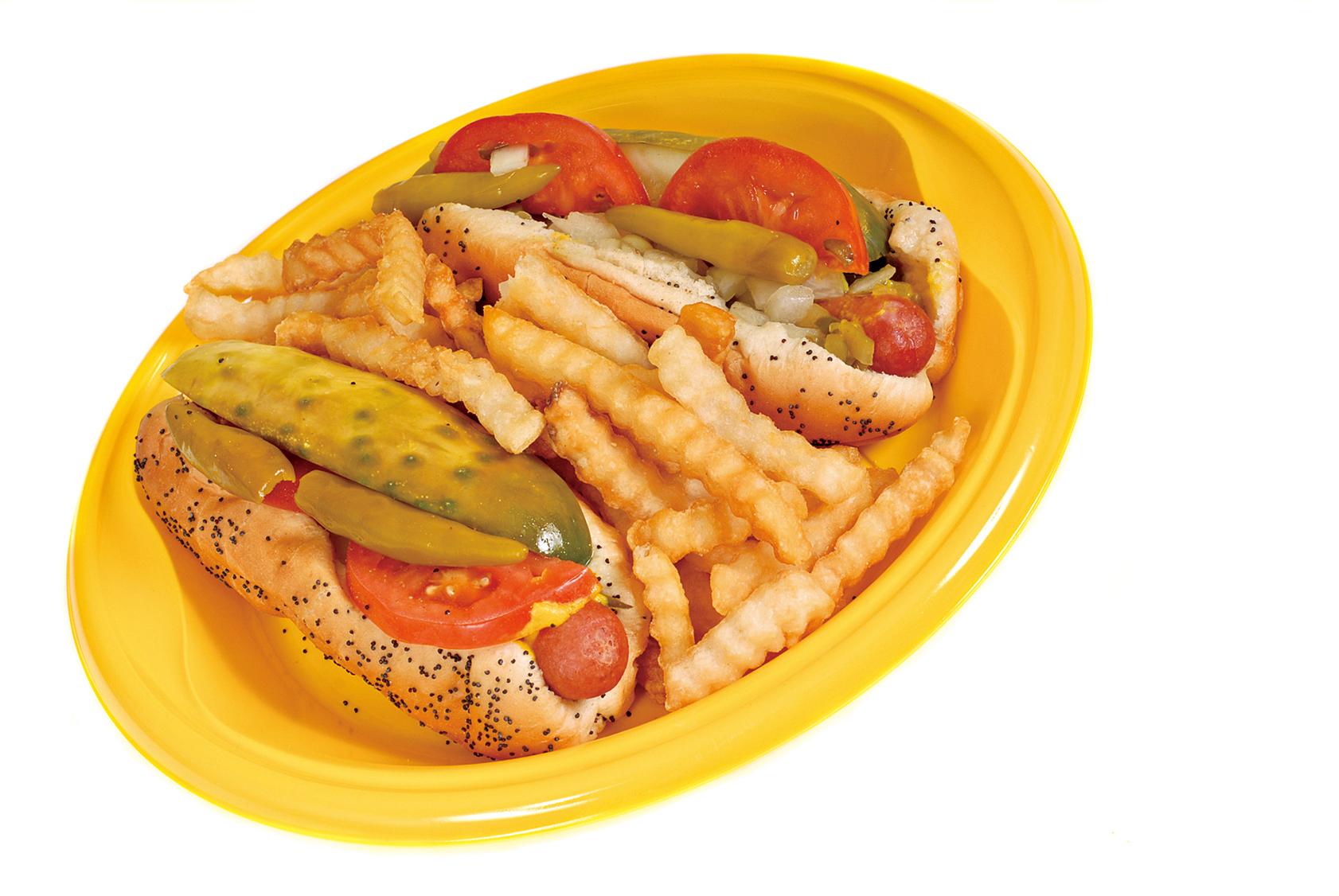 芝加哥式熱狗是在罌粟籽麵包中夾入全牛肉熱狗香腸。