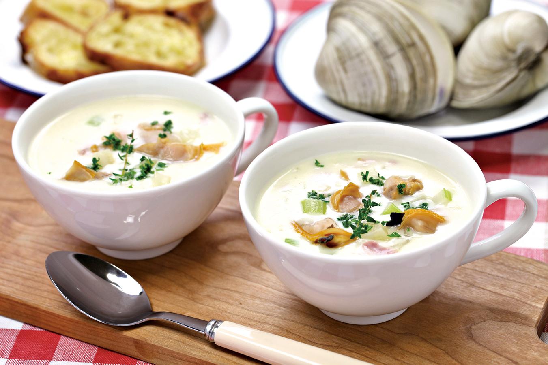 美國波士頓許多海鮮餐廳都有供應新英格蘭忌廉蛤蜊濃湯。