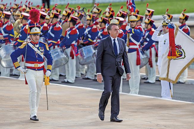 1月1日,巴西新總統波索納洛(Jair Bolsonaro)宣誓就職,這是巴西自30年前軍事統治結束以來第一位當選的右翼總統。(AFP)