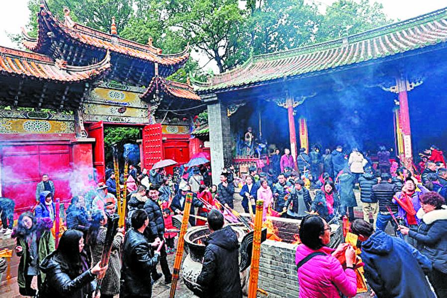 新年首日 香客雲集寺廟祈福