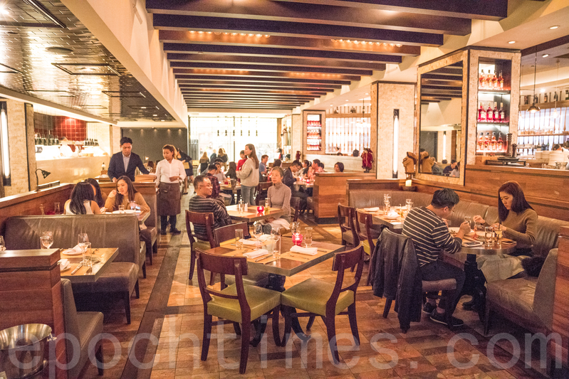 餐廳的情調無論情侶、密友、三五知己共聚都很適合。
