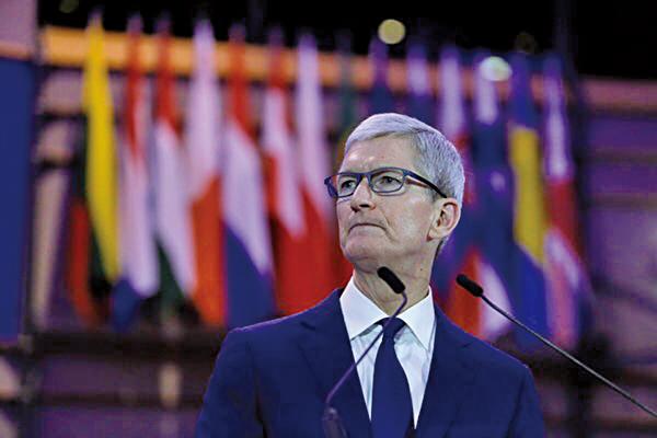 美國科技巨擘蘋果公司(Apple)行政總裁庫克(Tim Cook)在周三致信投資者,指由於中國大陸需求放緩,下調該公司第一季財務預測。圖為資料照。 (AFP)