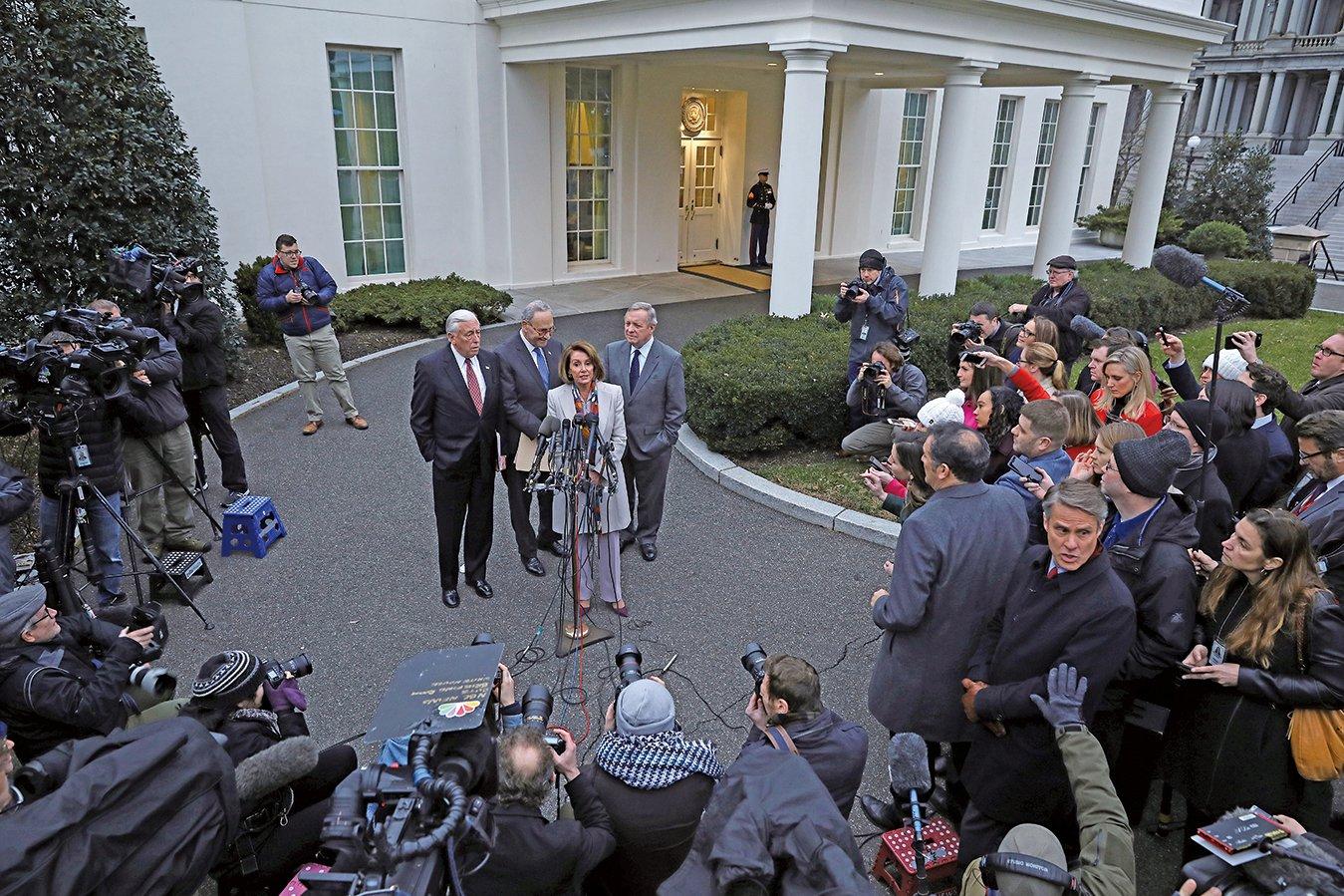 華盛頓特區,2019年1月02日,國會領導人在與特朗普總統會晤後與媒體對話。(Getty Images)