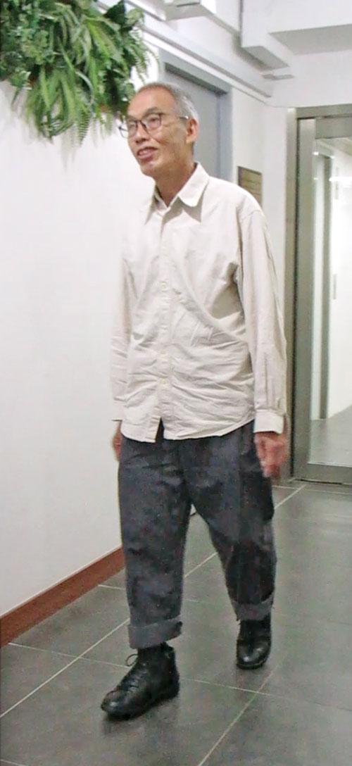穿著訂製矯形鞋的蔡先生,可以慢慢恢復正常走路姿勢了。