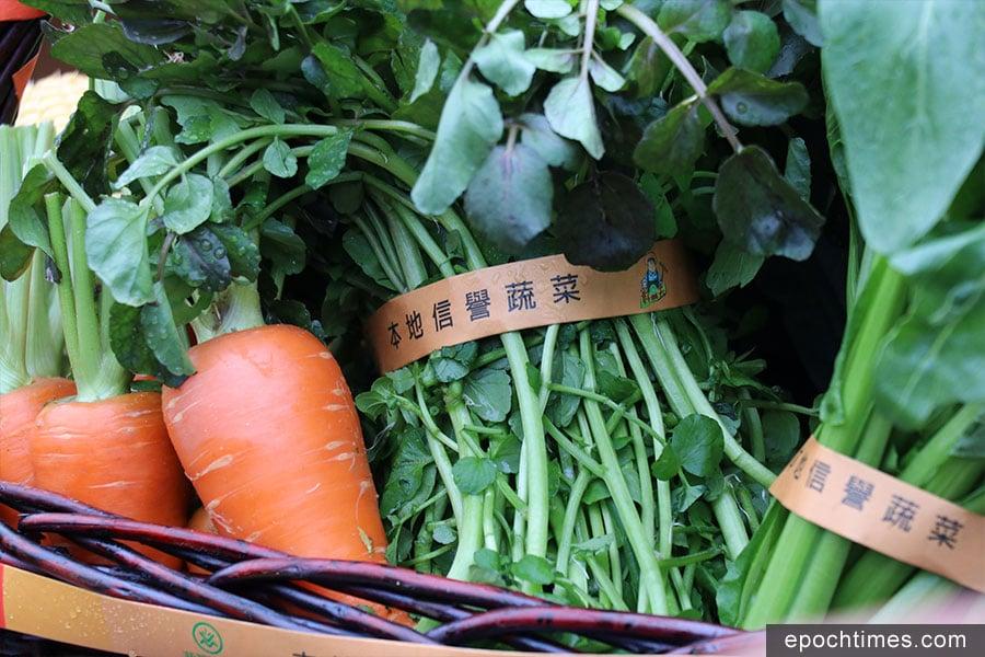 漁護署在2018年推出「本地信譽蔬菜」扎帶措施,用來識別農產品是由本地農場耕種。(陳仲明/大紀元)