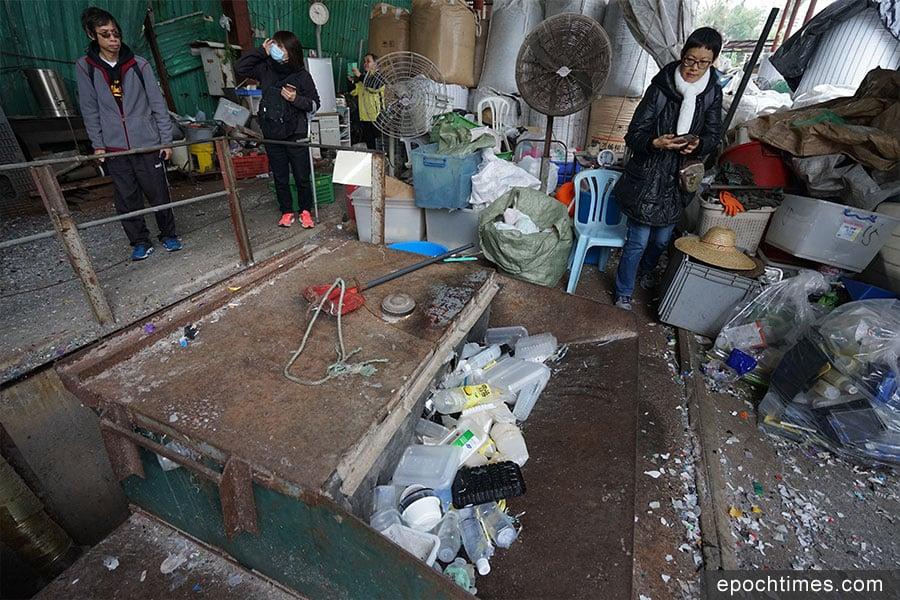回收園內的碎膠機。(曾蓮/大紀元)