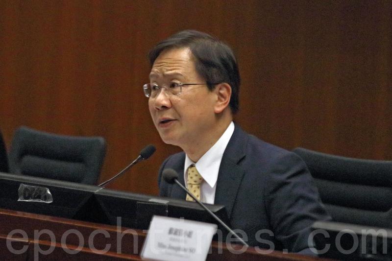 公民黨議員郭家麒關注政府會否跟隨台灣驗入口豬肉製成品。(蔡雯文/大紀元)