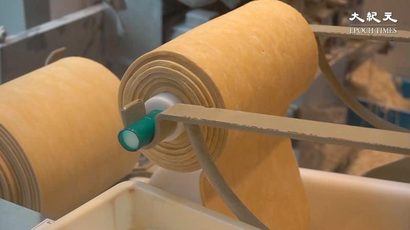 製麵機係由日本運過嚟,麵條每日新鮮製造。
