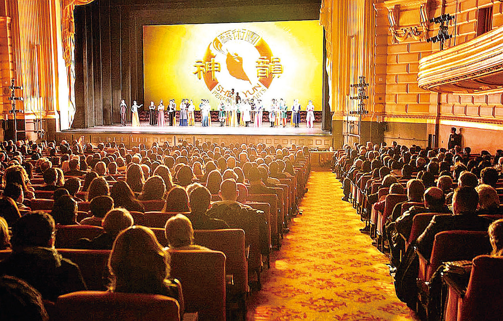 神韻紐約藝術團在舊金山歌劇院的演出持續爆滿。(周元融/大紀元)