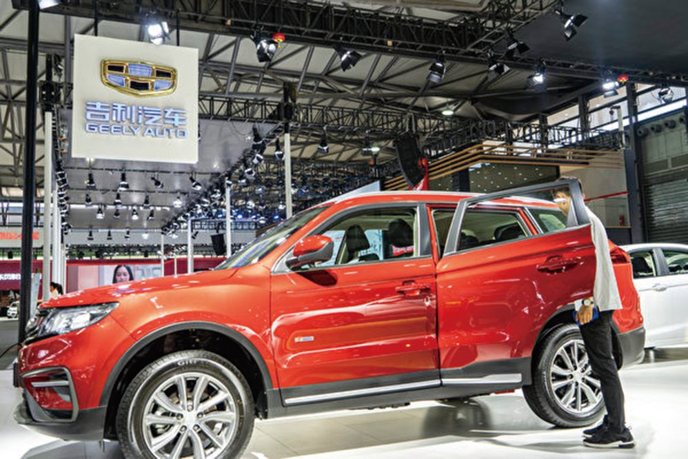 吉利汽車12月中國市場銷量暴跌44%。圖為2018浦東國際車展上的吉利汽車。(大紀元資料室)