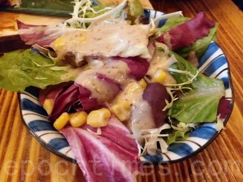 午餐時間定食包括的沙律。