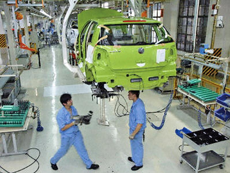 中國汽車銷量首下滑 今年或跌7%