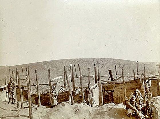 斯坦因拍下的喀拉墩古代建築(1906—1908年攝)。(vam.ac.uk,公有領域)
