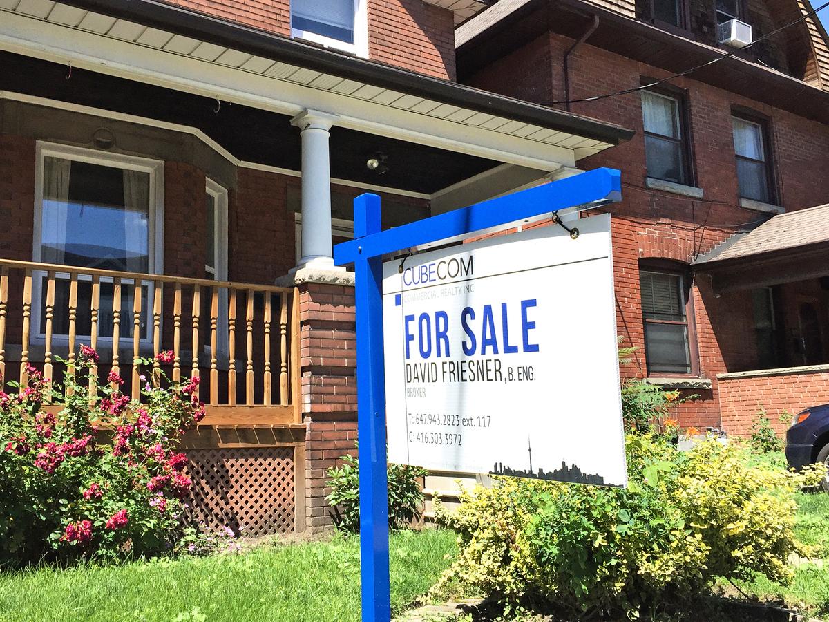 加拿大房屋交易量已大幅下滑,但樓價還沒有降多少。預計樓市在2019年還不會崩潰。(大紀元)