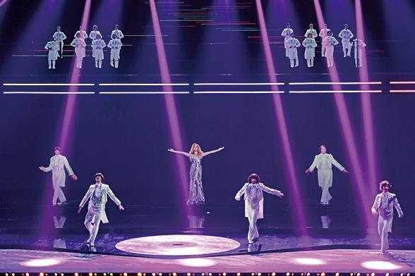 2017年1月在巴黎的一個演唱會上,全息影像技術讓一位已故歌星的風采再現舞台。(Getty Images)