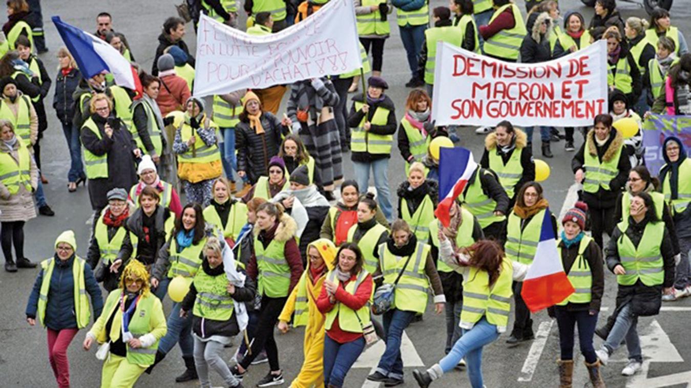 法國最新一波「黃背心」運動發生多宗攻擊、威脅記者的事件。(AFP)