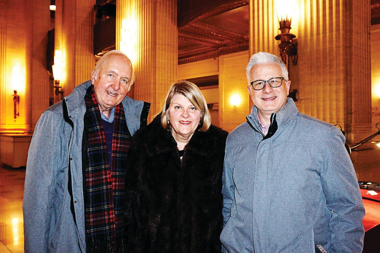 品牌行銷公司Surge Innovations財務長Joe Thielmann和家人。(林慧心/大紀元)