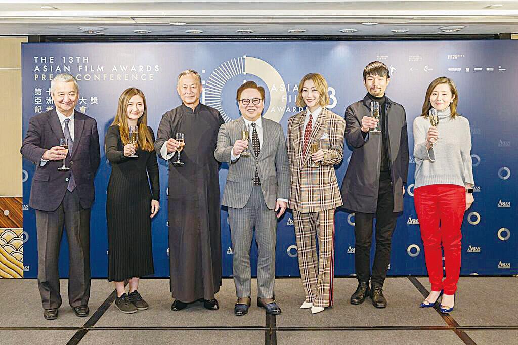第十三屆亞洲電影大獎頒獎禮記者會上,一眾嘉賓一起祝酒。(AFA Academy提供)