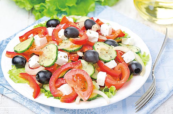 希臘沙律的特色就是會在沙律裏面加入菲達芝士。