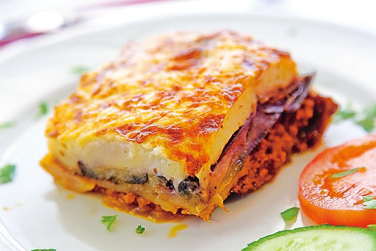 穆薩卡是一道希臘傳統特色菜,有點類似千層麵的做法。
