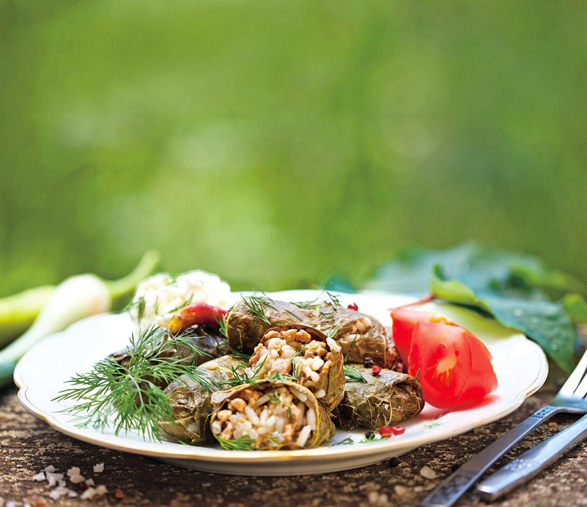 希臘粽的內餡以米為主,也可以加入肉類和蔬菜。